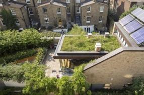 liten permaculture-passivhaus-roof-garden
